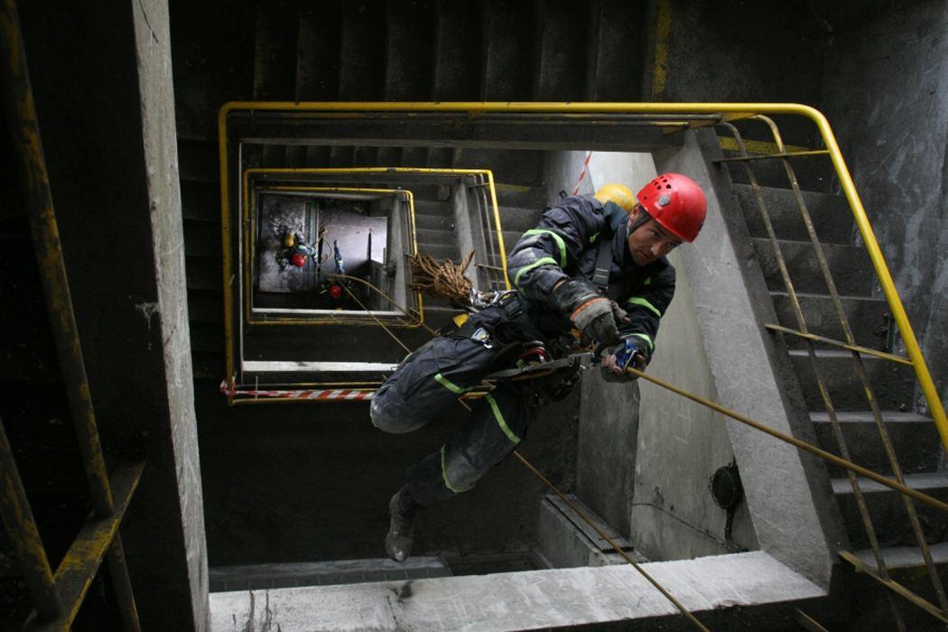 Fotografie hasičů - lezců při výcviku a při zásazích