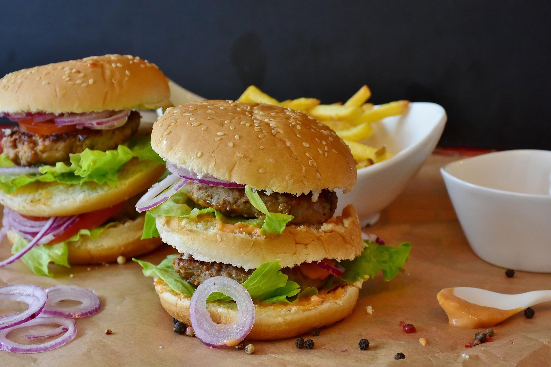 Tučná strava a cukry, to je nebezpečná kombinace (ilustrační foto)