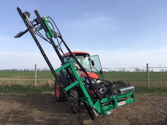 Speciální prořezový stroj pomáhá ovocnářům v Dolanech