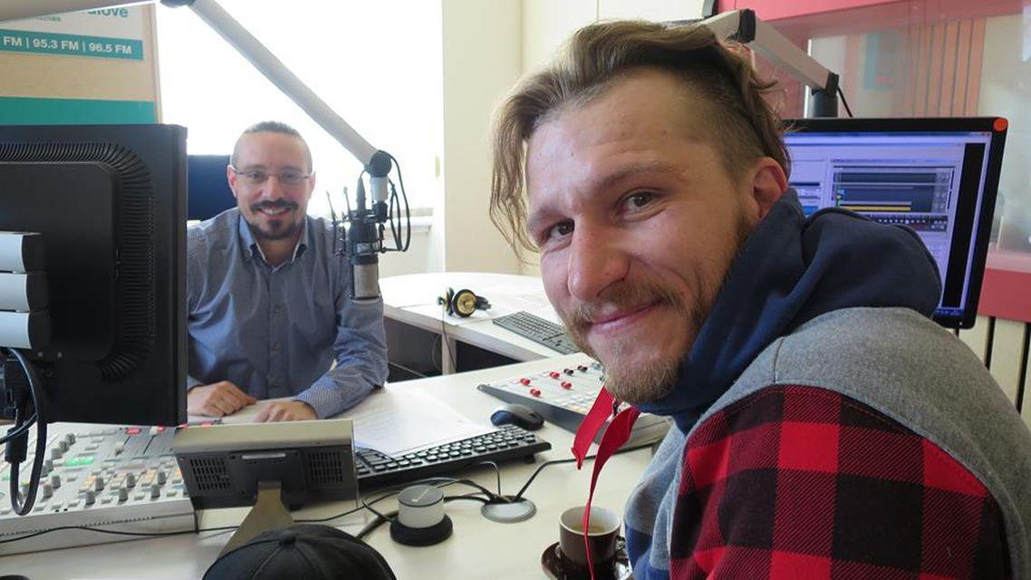 Pavel Bambousek ve studiu Českého rozhlasu Hradec Králové spolu s Jakubem Schmidtem