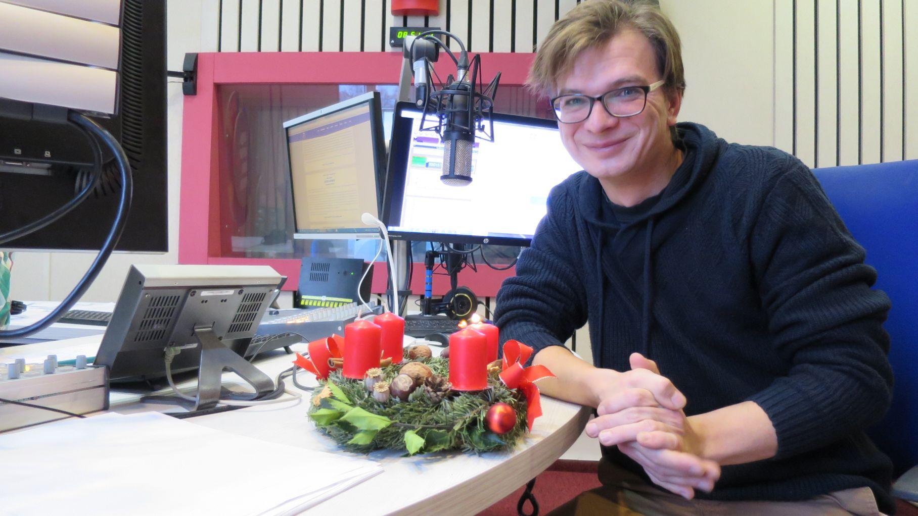 Jan Sklenář ve studiu Českého rozhlasu Hradec Králové