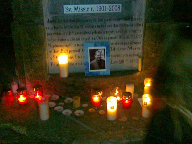Vzpomínka na Václava Havla na Velkém náměstí v Hradci Králové.
