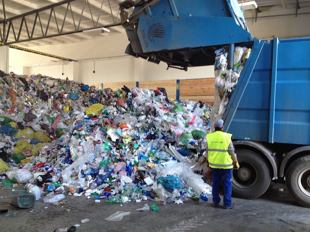 V obci Rychnovek nedaleko Jaroměře otevřeli novou linku na tříděný odpad.