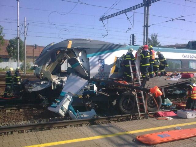Srážka vlaku Pendolino s kamionem u Studénky
