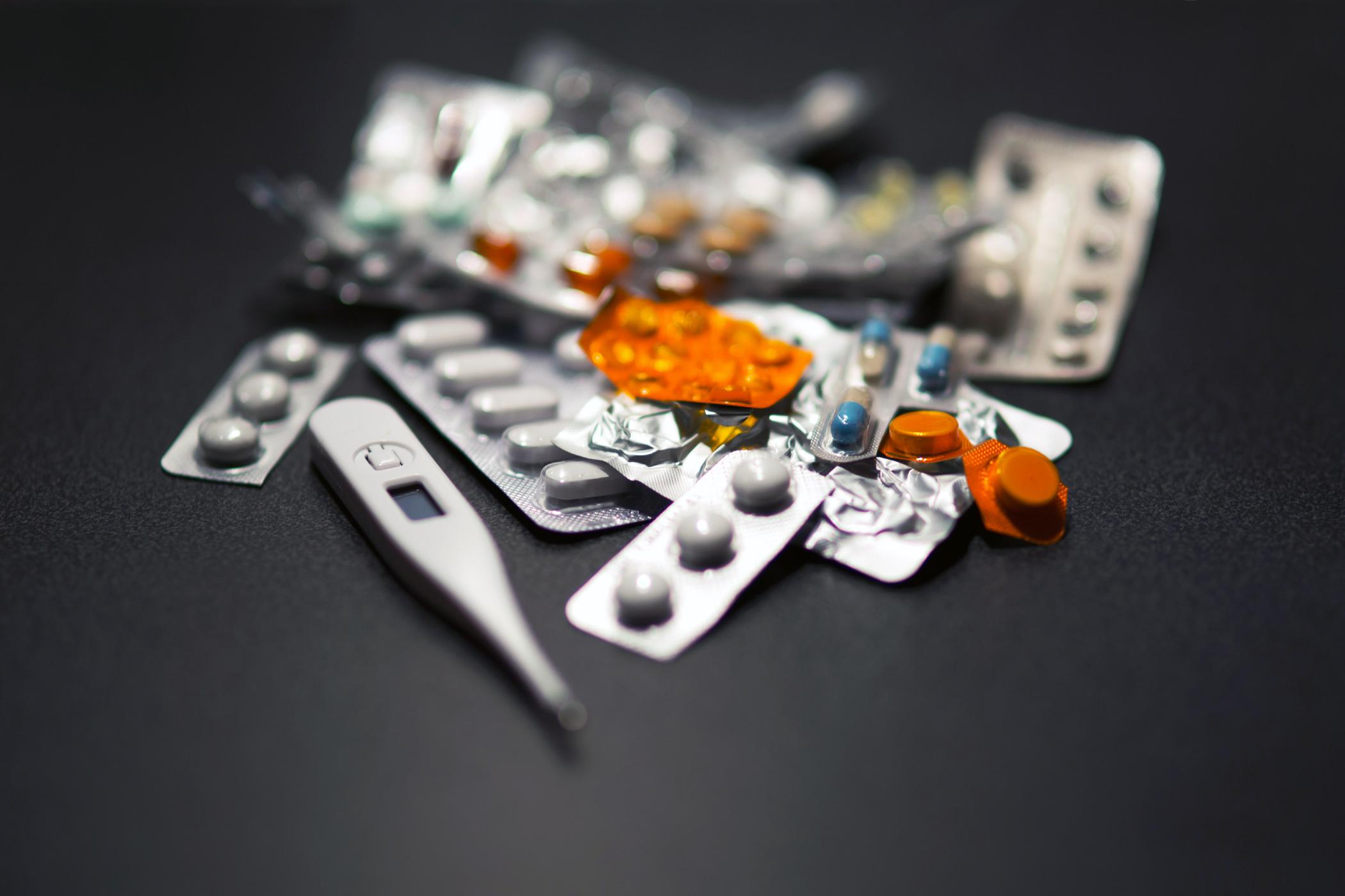 léky, medicína, teploměr