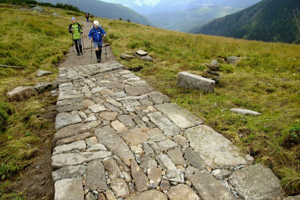 Letní sezóna umožňuje stavební práce a opravy na cestách v Krkonoších