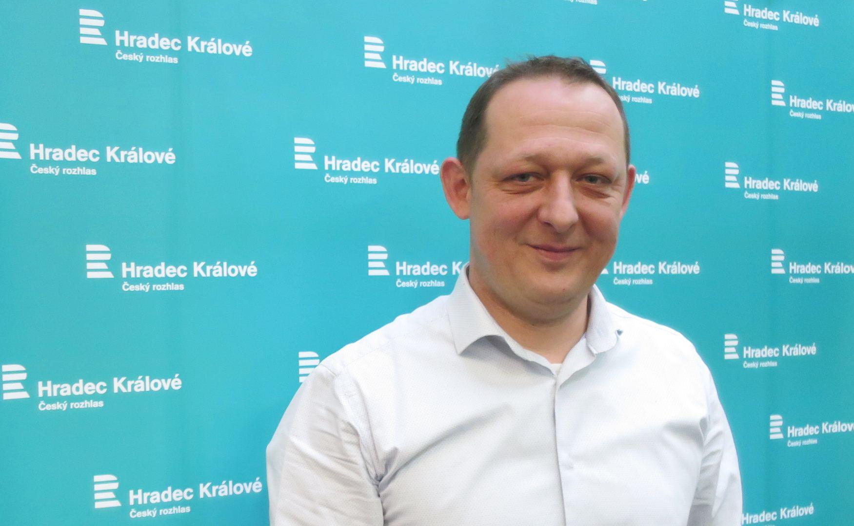 Josef Horáček ve studiu Českého rozhlasu Hradec Králové