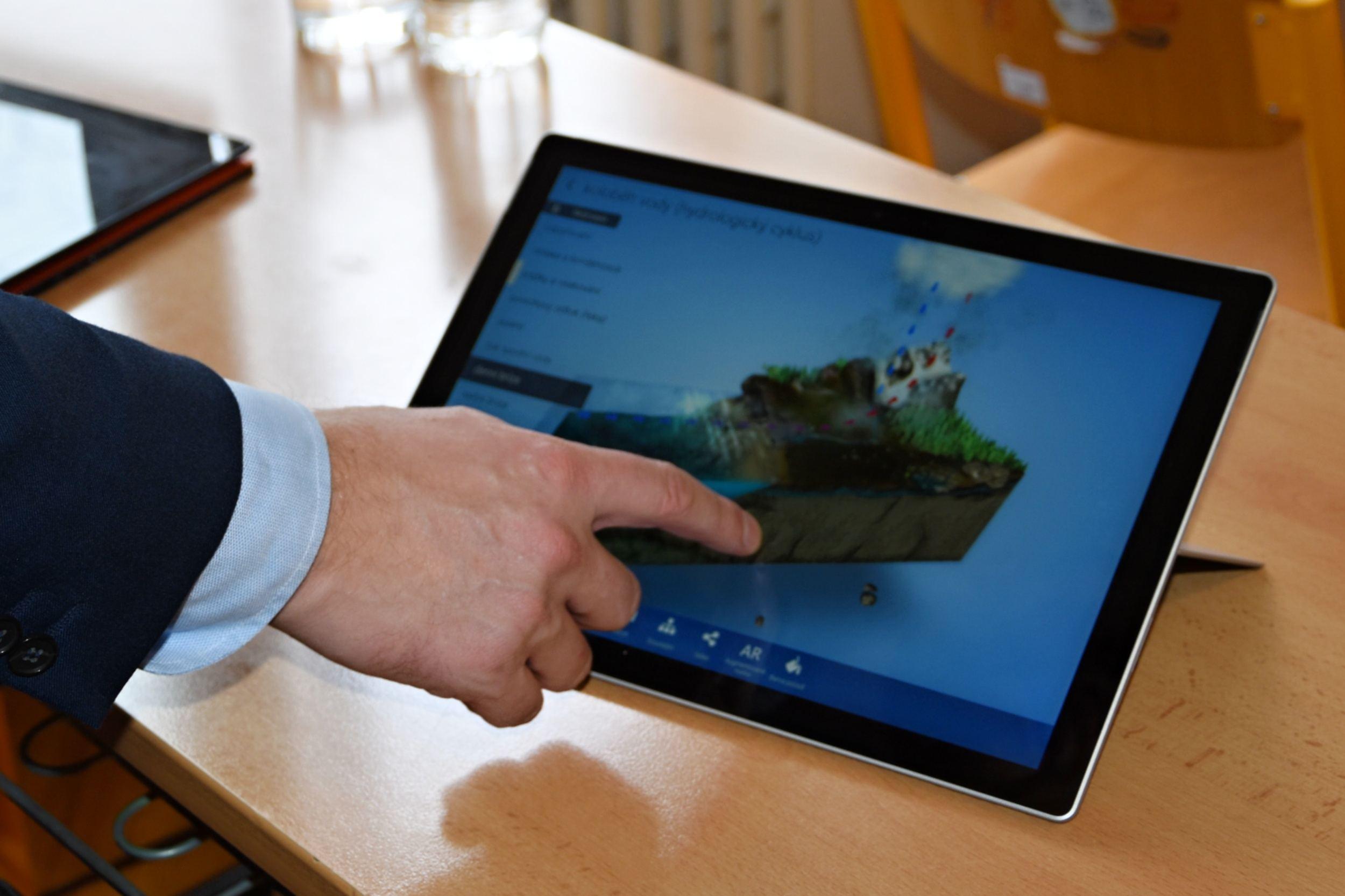 Kraj otevřel první učebnu pro digitální vzdělávání v Královéhradeckém kraji