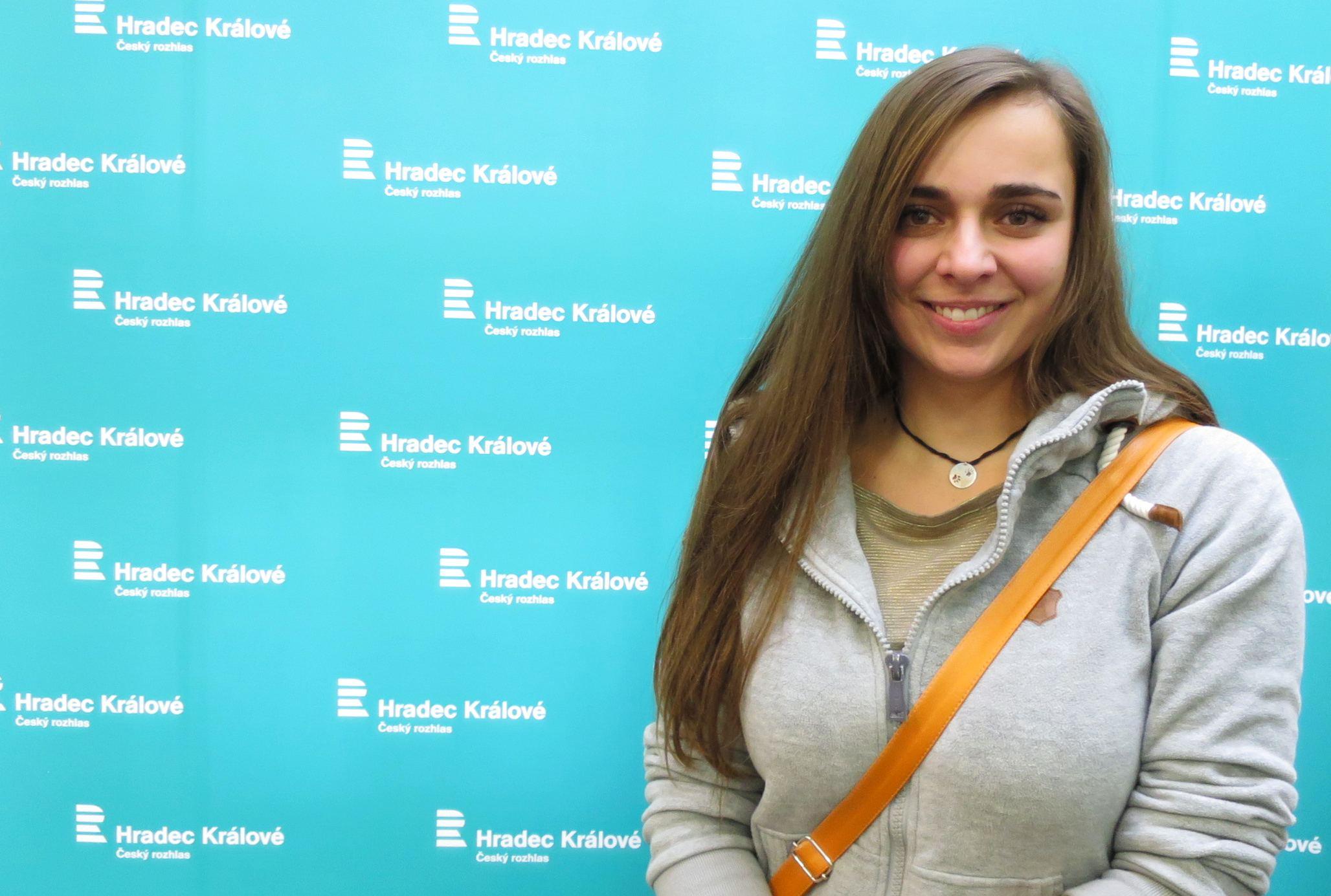 Dita Rindtová ve studiu Českého rozhlasu Hradec Králové
