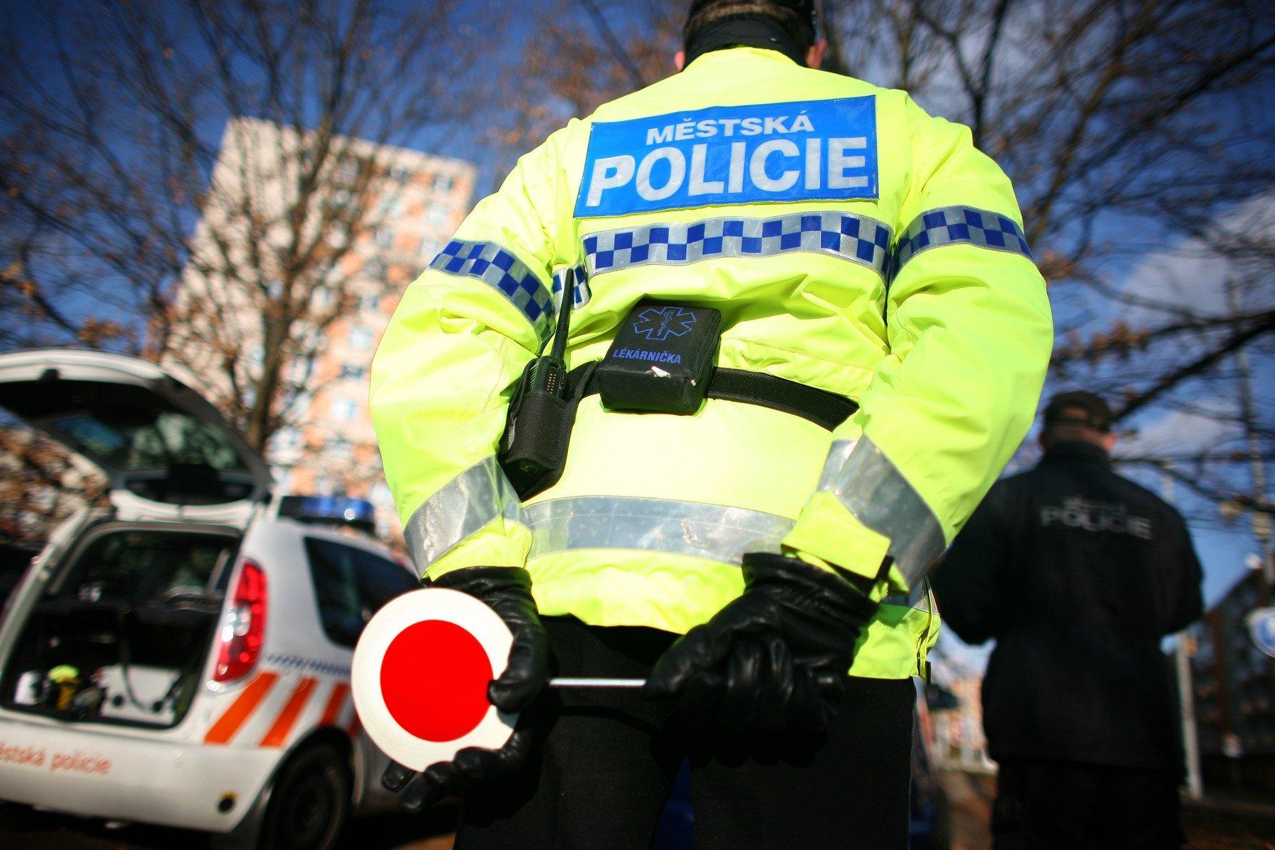 Strážník městské policie při práci