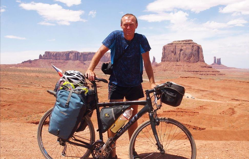Radek Hroch projel na kole Spojené státy americké z východního na západní pobřeží