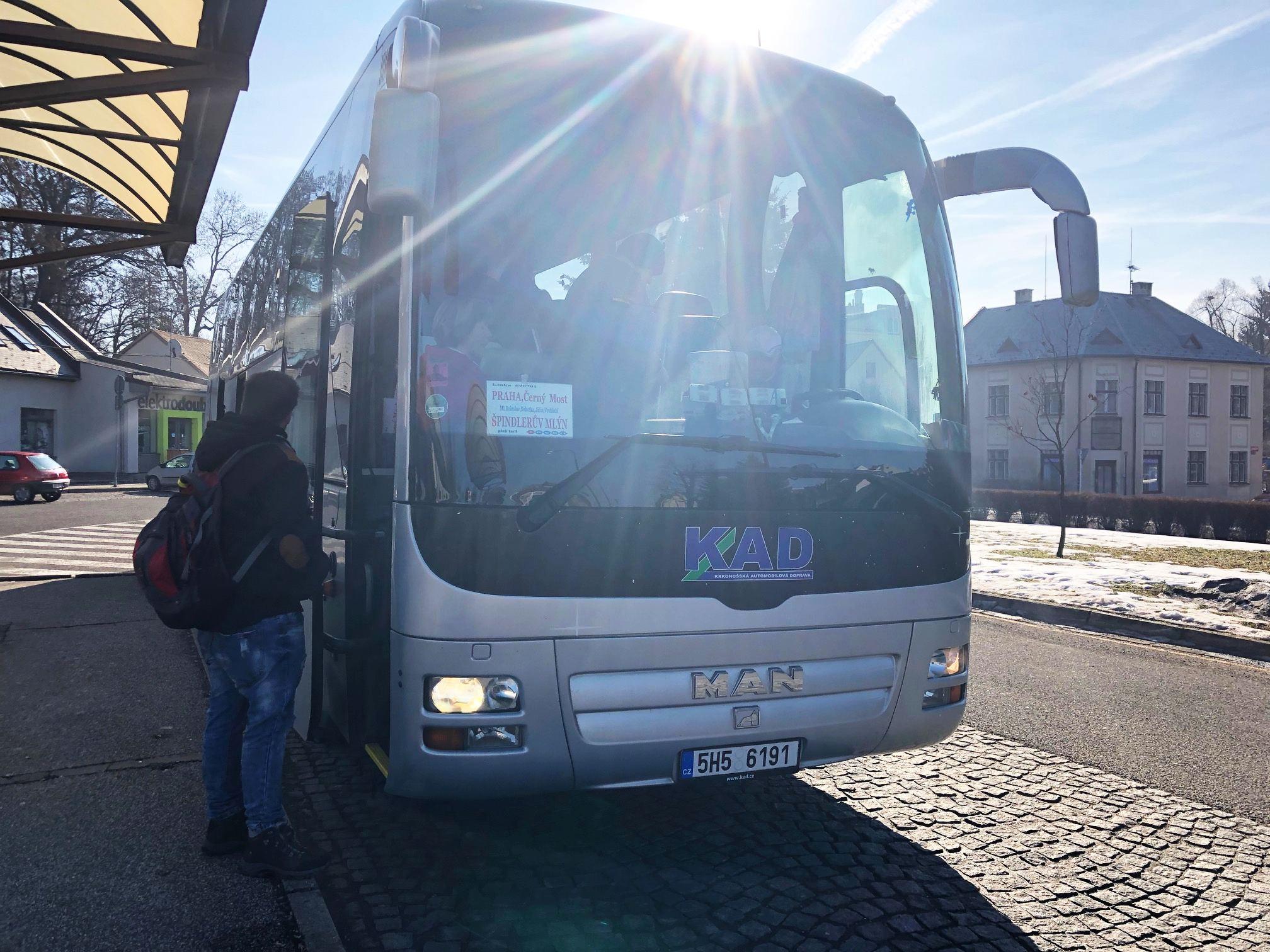 Cestující v Nové Pace čekají od léta komplikace. Důvodem bude přestavba autobusového terminálu