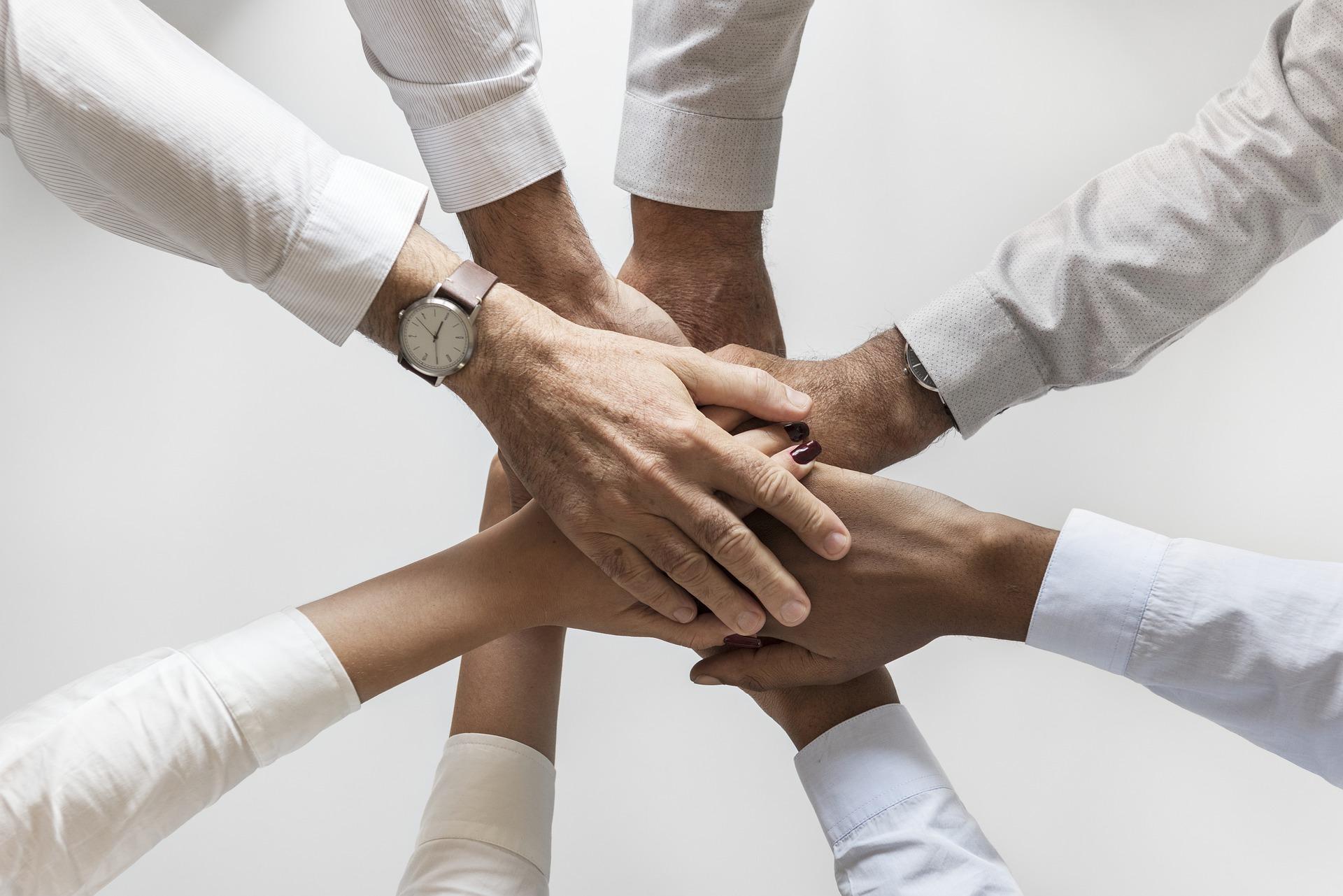 Ruce nás všech vytváří společnost (ilustrační foto)