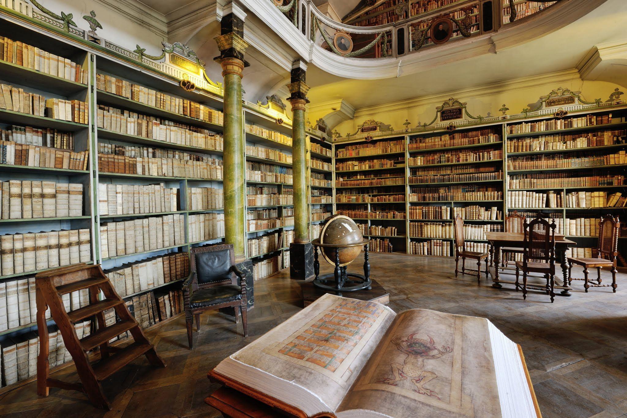 Broumovská klášterní knihovna