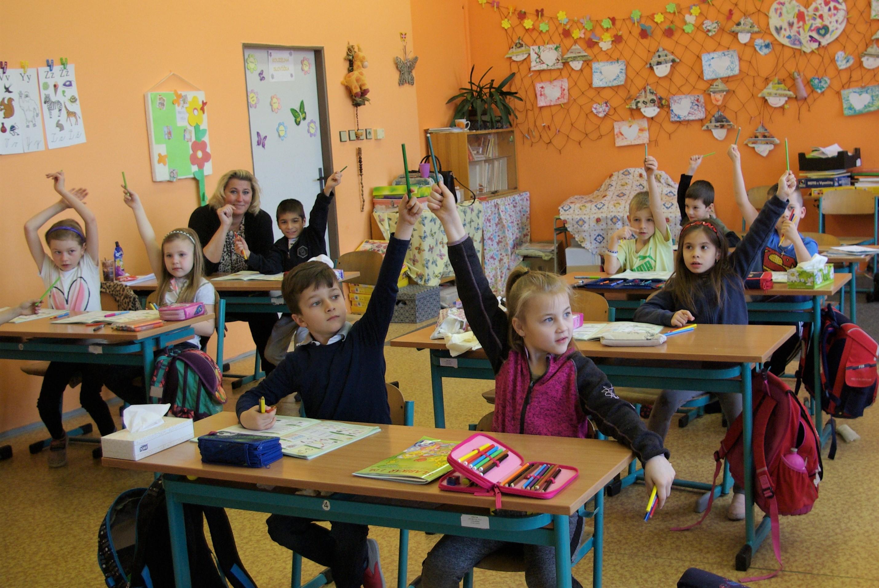 Prvňáci ze třídy Motýlků ZŠ v Kopidlně  ověřují nový vzdělávací systém AMOS