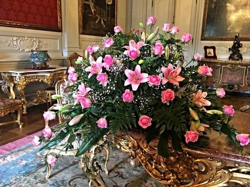 Svátky růží v Opočně - prohlídky zámku provoněné bohatými historickými vazbami ze stovek květin, zejména jejich královny - růže