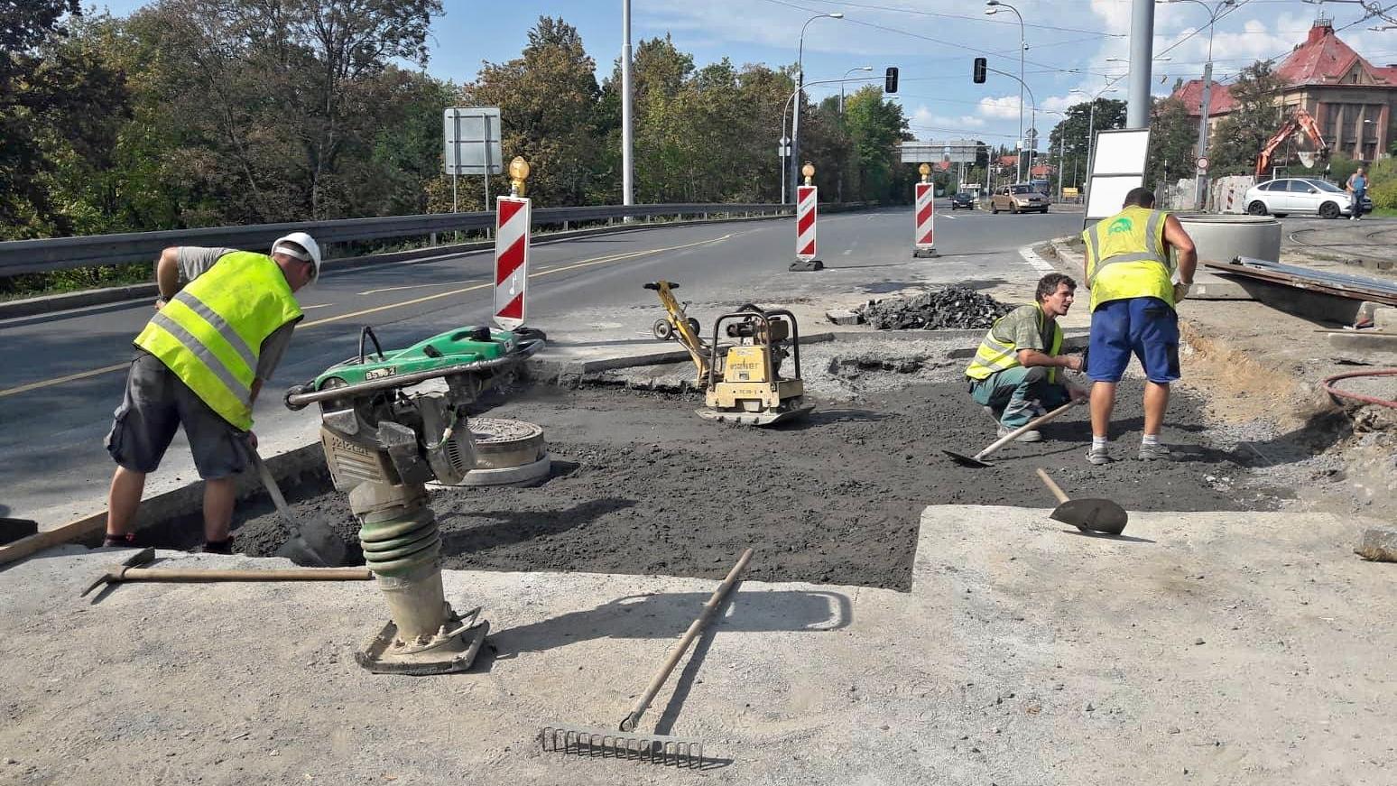 Práce a silnici
