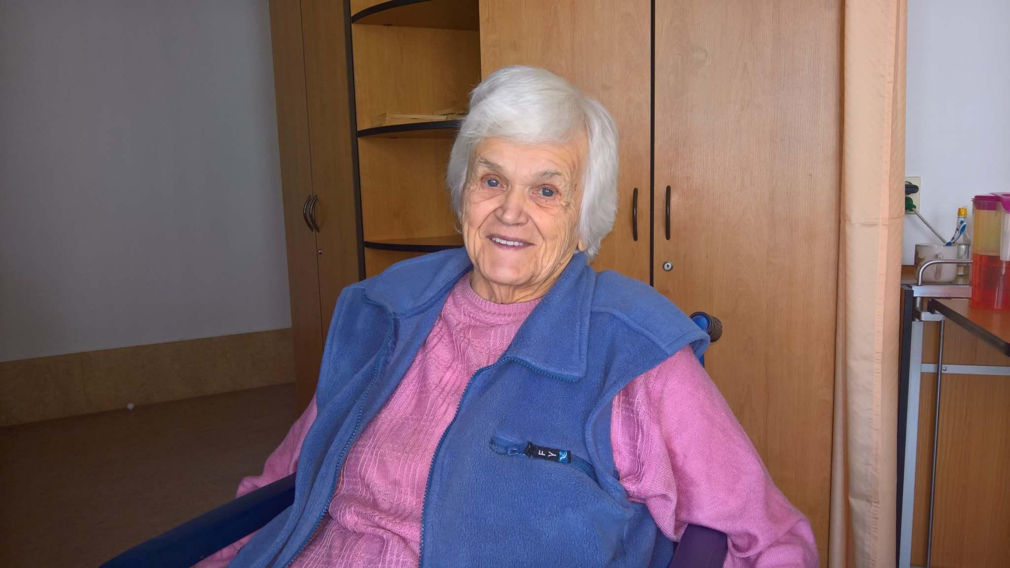 Paní Jarmila žije v Domově důchodců ve Dvoře Králové nad Labem
