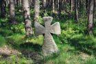 Výrazný kamenný kříž nedaleko osady Ferdinandov u Choustníkova Hradiště (okres Trutnov)