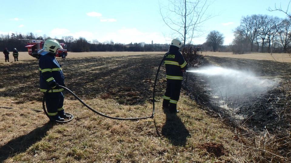 Při plánovaném pálení biologického odpadu apelují hasiči na občany