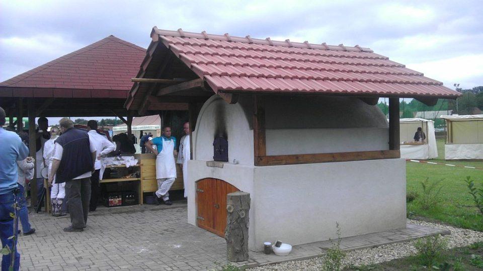 V Synkově Slemenu na Rychnovsku mají pec na pečení chleba
