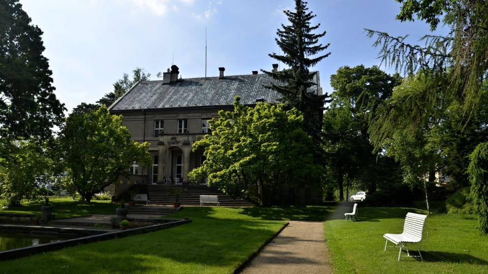 Vila Čerych, park s jezírkem