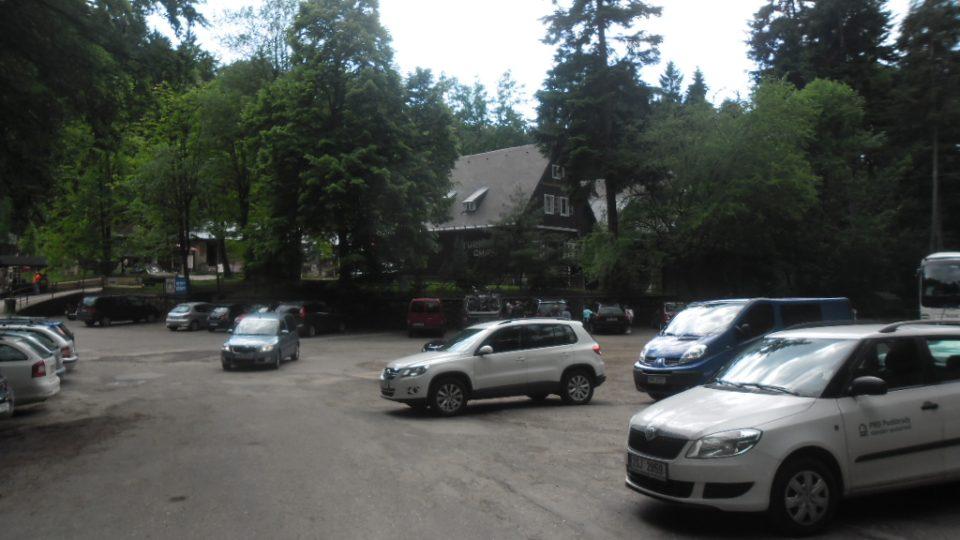 Prachovské skály - hlavní parkoviště u turistické chaty