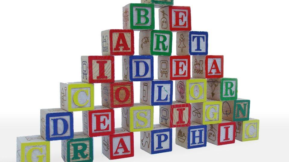 Písmena, kostky, slova