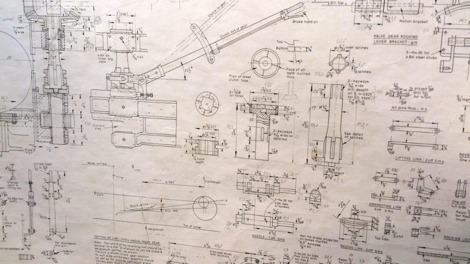 Anglické nákresy, podle kterých Jan Tomek vyrábí parní stroje