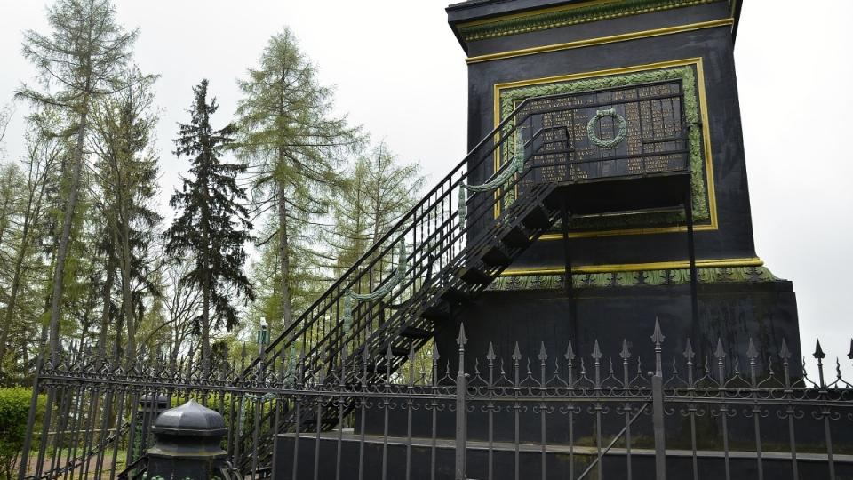 K pomníku generála Gablenze bylo teprve počátkem 20. století přistaveno schodiště