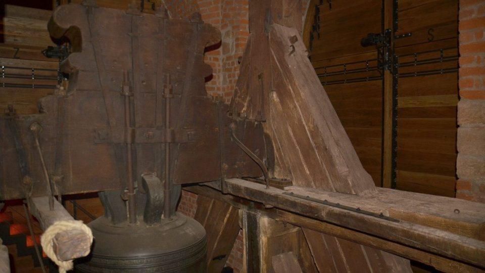 Bílá věž v Hradci Králové - Zvonová stolice a druhý největší zvon v Čechách Augustin