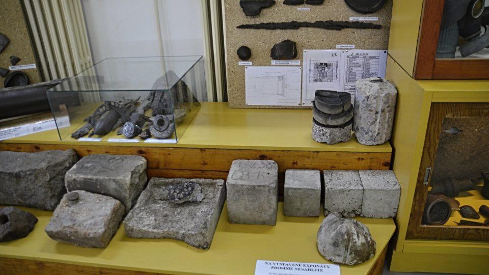 Tvrz Hanička byla za 24 měsíců postavena z nejkvalitnějšího železobetonu, ukázka muzejní expozice