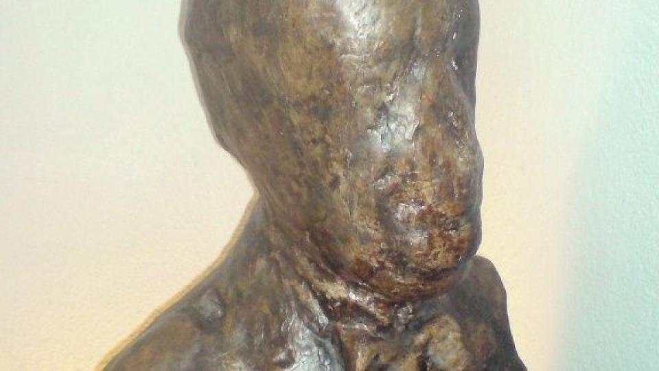 Busta Járy Cimrmana, jediná jeho dochované podoba, poničená při napařování klobouků J. Lešnerem (z výstavy pod petřínskou rozhlednou)
