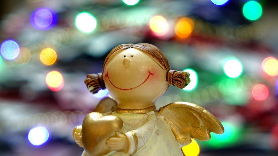 Vánoce - anděl rozdává radost