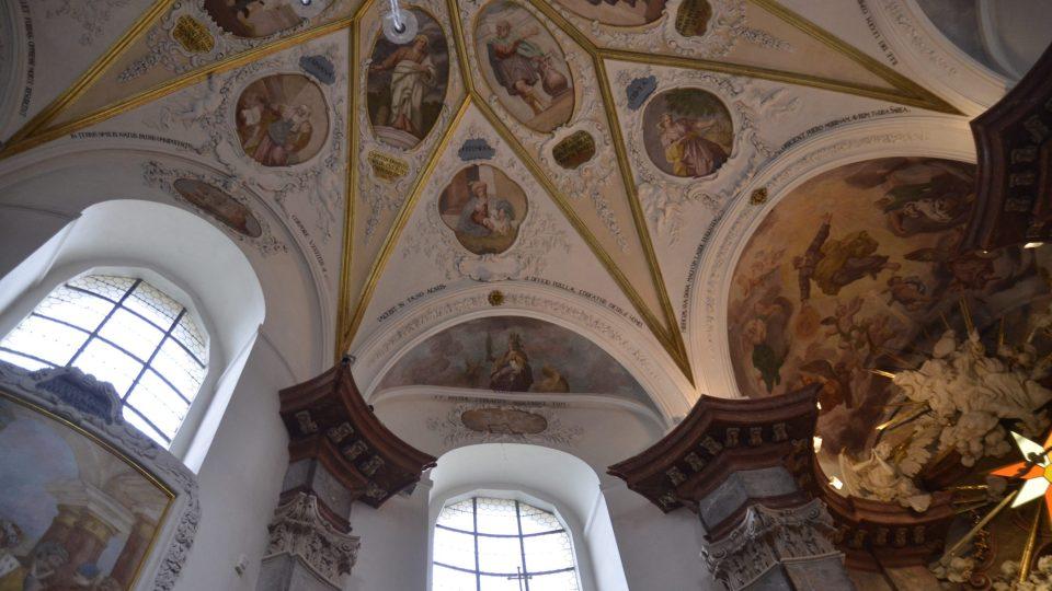 Strop barokní kaple ve Smiřicích