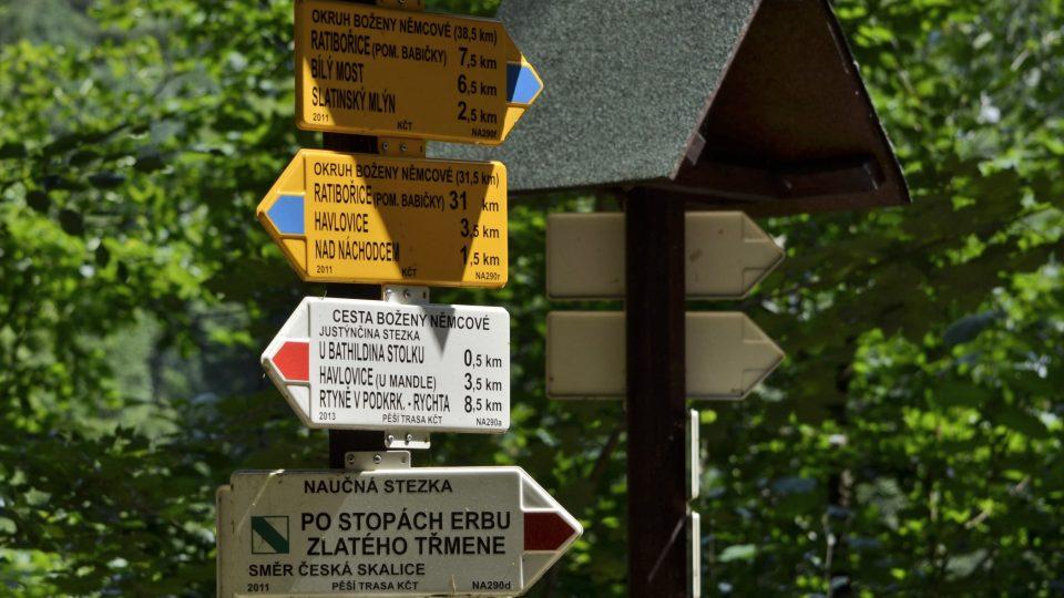 Cestu přes řeku už nevyužívají jen místní. Půvabné okolí s lužními lesy navštěvují hojně cyklisté a turisté
