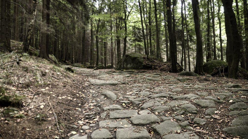 Stará kamenná cesta