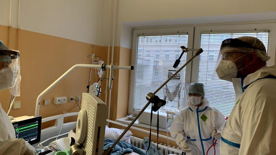 Lékaři konzultují pomoc pacientům s královéhradeckou nemocnicí