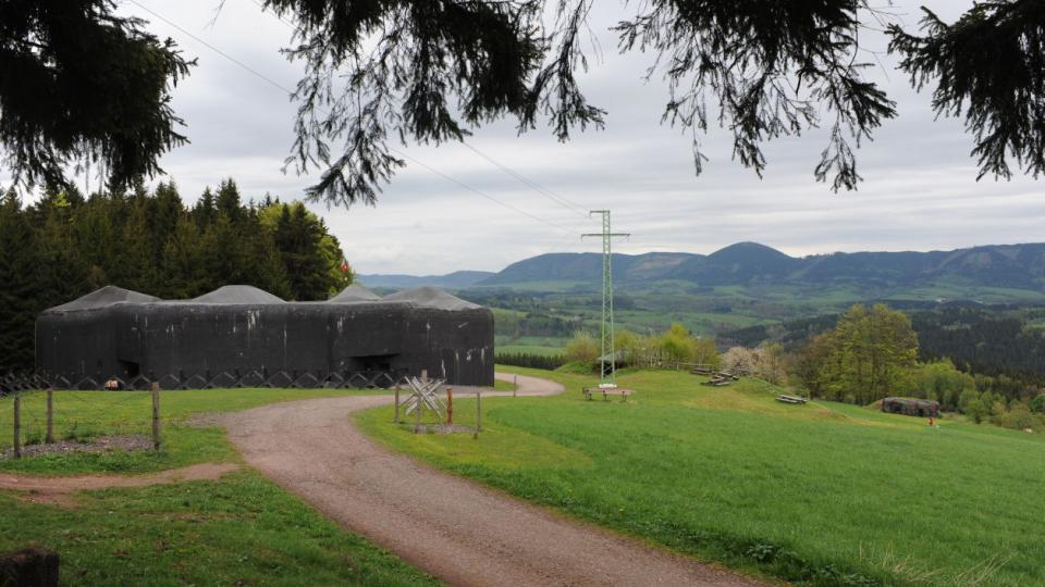 Obr na úpatí Krkonoš. Pevnost Stachelberg je největší dělostřeleckou tvrzí v Čechách