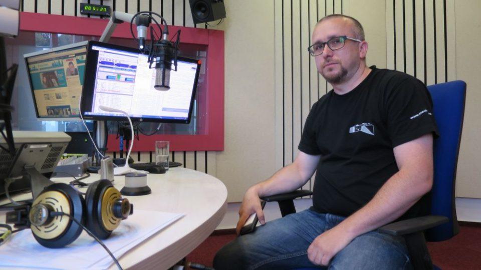Pavel Holzknecht z pevnosti Stachelberg, největší dělostřelecké tvrze v Čechách, ve studiu Českého rozhlasu Hradec Králové