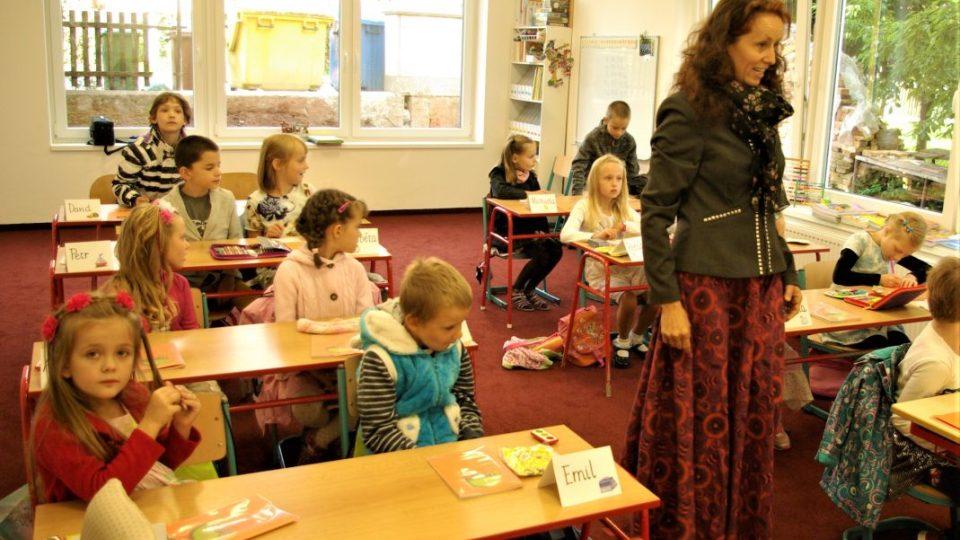 Nejmenší školáci s paní učitelkou Emou Koťátkovou