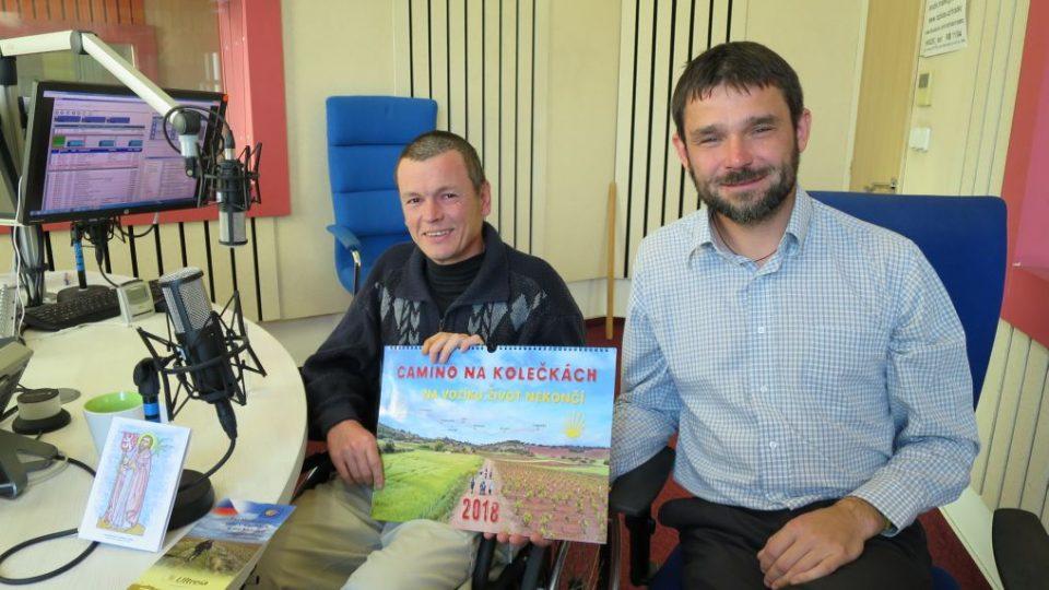 Jan Dušek a Petr Hirsch ve studiu Českého rozhlasu Hradec Králové
