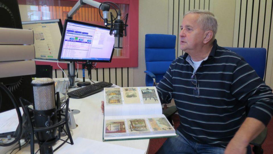 Jaroslav Drtina ze Dvora Králové sbírá už téměř čtyřicet let pohlednice krkonošských bud