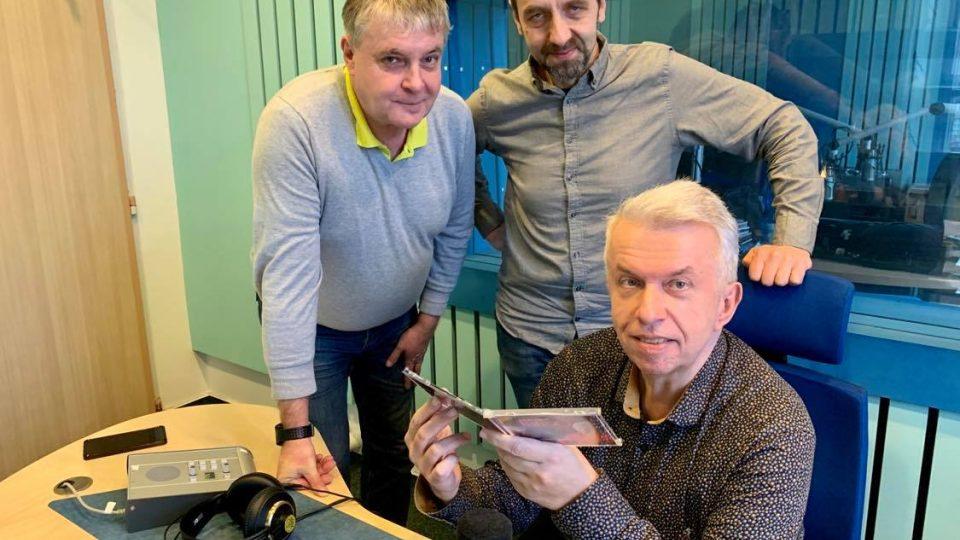 Josef Zikmund, Tomáš Katschner a Jaroslav Svěcený ve studiu Českého rozhlasu Hradec Králové