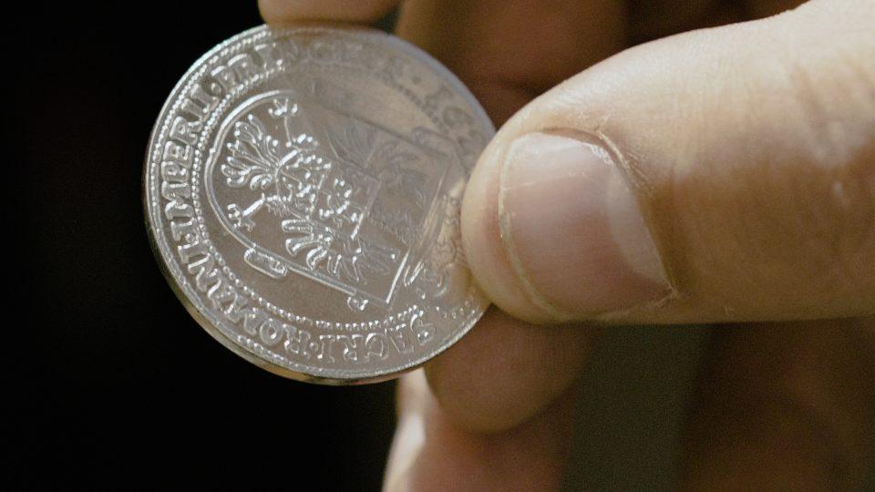 V mincovně Albrechta z Valdštejna si mohou lidé vyrazit vlastní mince
