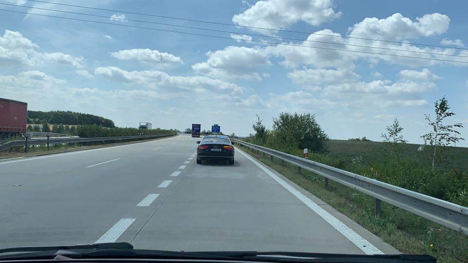 Dálnice D11 je jednou z hlavních tras, kudy vozí zloději do Polska luxusní vozy odcizené u nás nebo v Německu