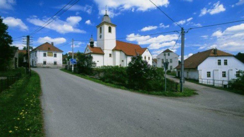 Popovice u Benešova -  fara, kostel sv. Jakuba, hospoda, náš dům