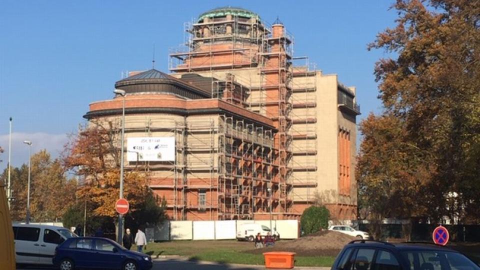 Oprava budovy Muzea východních Čech v Hradci Králové je zhruba v polovině