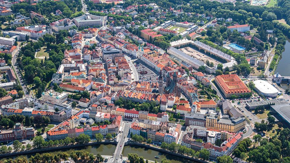 Procházkový okruh Historické město vás provede centrem královského věnného města Hradec Králové od gotiky po baroko a dalšími architektonickými slohy