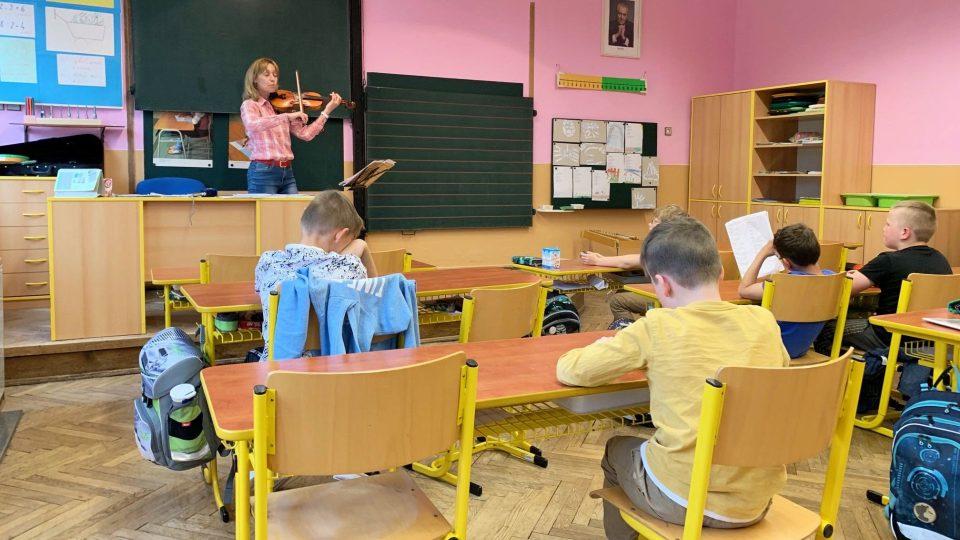 Vesnické školy na Broumovsku trápí nedostatek žáků. Například do školy v Martínkovicích jich teď aktuálně chodí jen dvacet